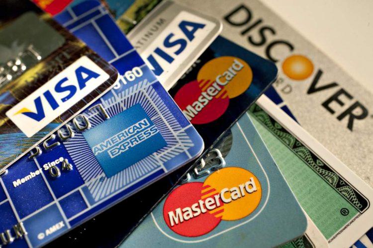 Tôi có thể sử dụng thẻ tín dụng của người khác để đặt hàng không?